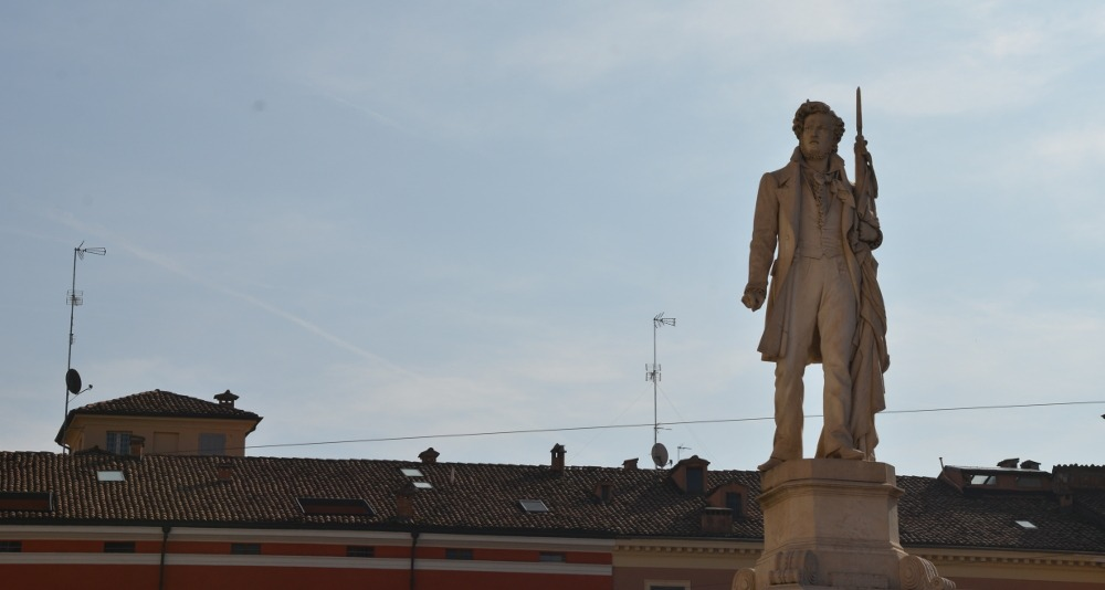 statue modena